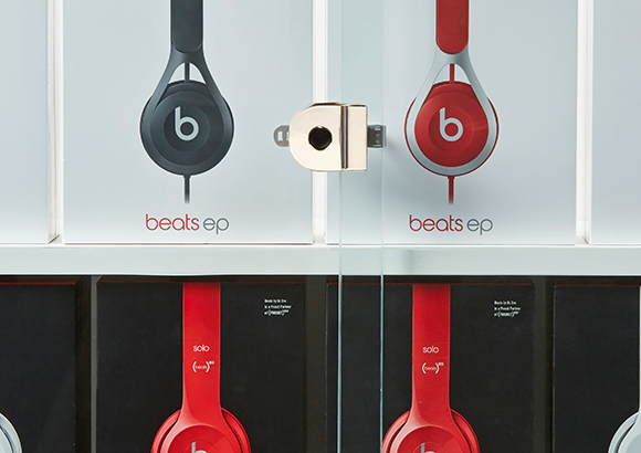 Retail-L410-smart-lock secures headphones